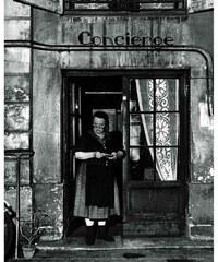 Nouvelles images La concierge aux lunettes, rue Jacob, 1945, Robert DOISNEAU (1912-1994) - Affiche