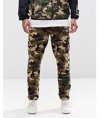 adidas Originals - AY8716 - Jogginghose mit Tarnmuster - Grün