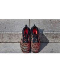 Nike Roshe Two Flyknit Black/ Black-Bright Crimson-Clear Jade