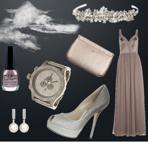 Outfit schlichtes Abendkleid mit Glitzeraccessoires von kimi