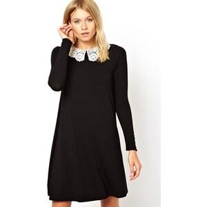 ASOS - Langärmliges, schwingendes Kleid mit Häkelkragen - Schwarz