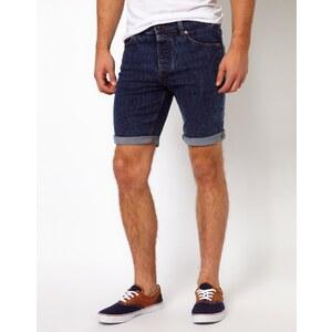 ASOS - Schmal geschnittene Jeansshorts in mittelblauer Waschung - Blau
