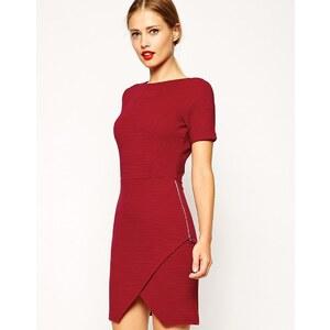 ASOS - Geripptes Kleid mit gestepptem Saum und Reißverschluss - Rostrot