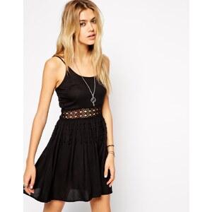 ASOS - Strandkleid mit gehäkelter Taillenpartie - Schwarz