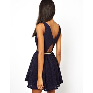 Little Mistress – Kleid mit tiefem Rückenausschnitt
