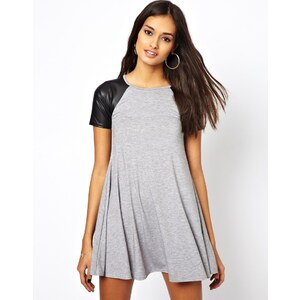 Club L – Schwingendes Kleid mit PU-Ärmeln