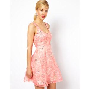 ASOS – Ausgestelltes Kleid mit rosa Blumenverzierung