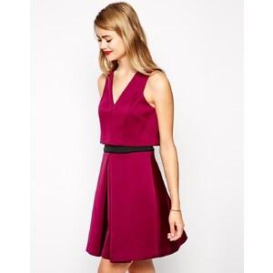 ASOS - Doppellagiges Kleid mit V-Ausschnitt - Beerenfarben
