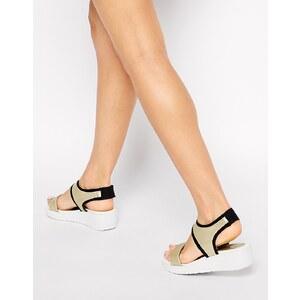 Glamorous - Goldfarbene Sandale mit Keilabsatz und Knöchelriemen