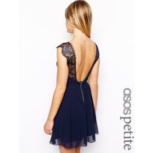 ASOS PETITE - Eyelash - Exklusives Skaterkleid aus Spitze - Marine 34,99 €