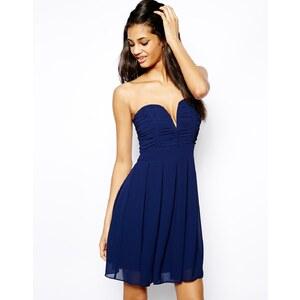 TFNC – Kleid mit tiefem Ausschnitt