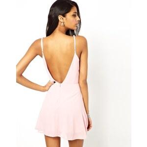 True Decadence - Ausgestelltes Trägerkleid mit tiefem Rückenausschnitt - Rosa