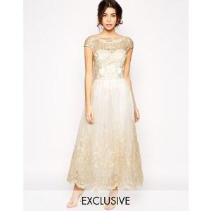 Chi Chi London - Hochwertiges Kleid aus Metallic-Spitze in längerer Länge - Cremeweiß