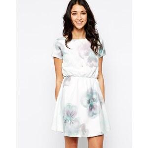 Pieces - Kurzärmliges Kleid mit großem Blumenprint - Weiß/Grau