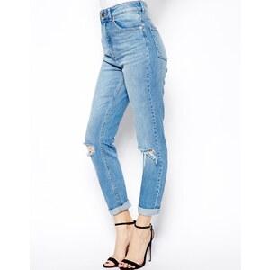 ASOS – Farleigh – Schmal geschnittene Mom-Jeans mit hoher Taille und zerrissenen Knien in Mittelblau