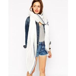 ASOS - Oversize-Schal mit Verzierung mit Aztekenmuster - Weiß