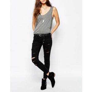 Only - Knöchellange Jeans mit durchgängigen Abnutzungserscheinungen - Schwarz