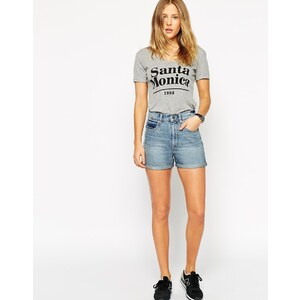 ASOS - Jeans-Mom Shorts in mittlerer Penny-Waschung - Blau