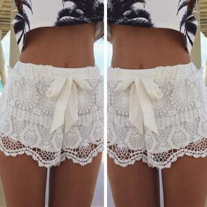 Lesara Damen-Spitzen-Shorts mit Schleife - Weiß - M