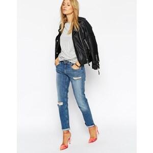 ASOS - Kimmi - Verkürzte Boyfriend-Jeans in mittlerer Mia-Waschung und zerrissenem Knie - Mia mittlere Waschung