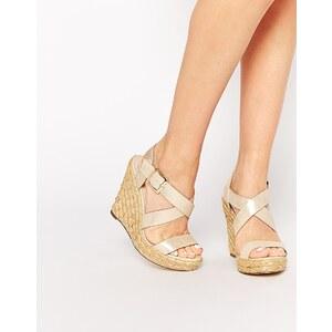 Oasis - Sandalen mit Keilabsatz und überkreuzten Riemchen - Metallic-Gold