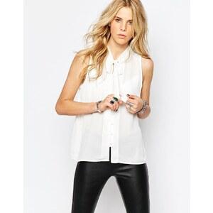 Glamorous - Bluse mit schmaler Zierschleife - Cremeweiß