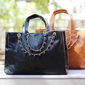 Lesara Handtasche mit Kettenapplikation - Braun
