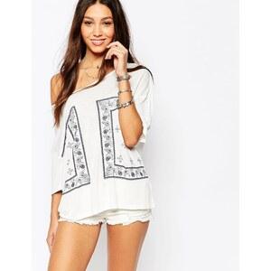 Pimkie - T-Shirt mit Bandana-Print - Weiß