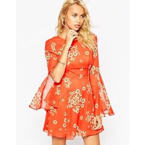 ASOS - Kleid mit ausgestellten Ärmeln, V-Ausschnitt und rotem Gänseblümchen-Print - Druck