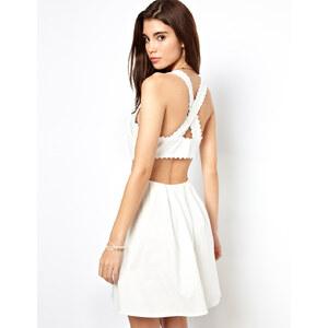 ASOS – Sommerkleid mit überkreuzten Rückenträgern und Pikeeborte