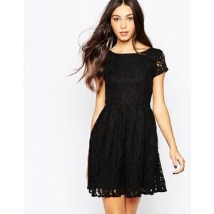 Minimum - Kleid mit Spitzenlage und kurzen Ärmeln - 999 Schwarz