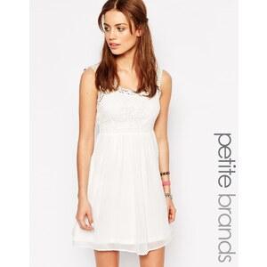 Vero Moda Petite - Skaterkleid mit Häkelsaum - Weiß