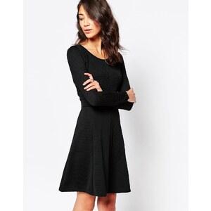 Vero Moda - Jersey-Swing-Kleid mit 3/4-Ärmeln - Schwarz