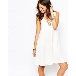 Only - Ausgestelltes Kleid mit Gitterdesign vorne - Cremeweiß