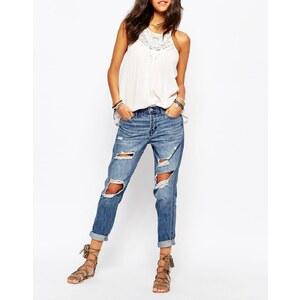 Hollister - Boyfriend-Jeans in verschlissener Optik - Mittelblau