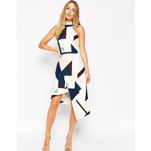 ASOS - Kleid in A-Linie mit geometrischem Print und hochgeschnittenem Kragen, asymetrischer Saum - Druck