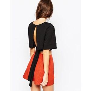 ASOS - Kurzes Kimono-Oberteil mit Obi-Gürtel und freiem Rückenausschnitt - Schwarz