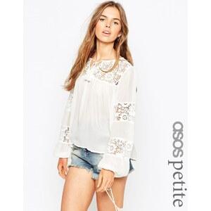 ASOS PETITE - Bluse im Stil der 70er mit Spitzeneinsatz - Weiß