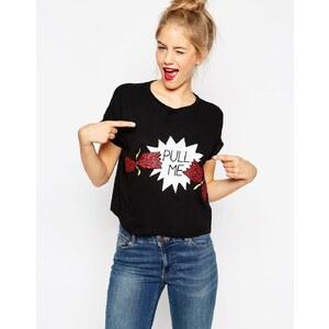 "ASOS - Kurz geschnittenes T-Shirt mit ""Pull Me""-Print - Schwarz"
