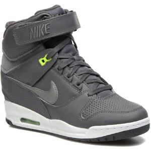 Wms Nike Air Revolution Sky Hi par Nike