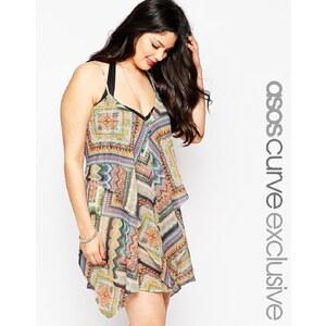ASOS CURVE - Seitlich drapiertes Strandkleid im Lagenlook mit Aztekenmuster - Mehrfarbig