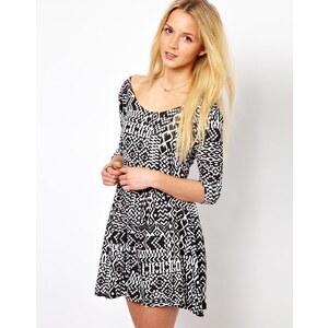 A Wear | A A|Wear – Jerseykleid mit 3/4-Ärmeln und U-Ausschnitt hinten