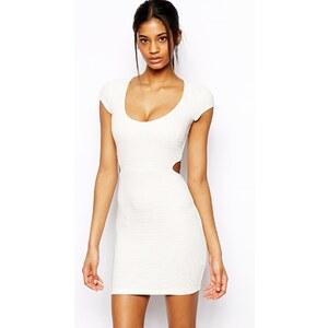 ASOS - Figurbetontes Kleid mit Rippung und Rückenausschnitt - Cremeweiß