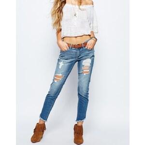 Hollister - Knöchellange Jeans im Used-Look - Hellblau