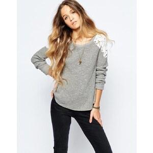 Hollister - Pullover mit Spitzeneinsätzen an den Schultern