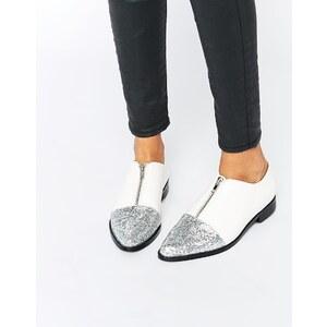 ASOS - MAYOR - Spitz zulaufende, flache Schuhe mit Glitzer - Weiß
