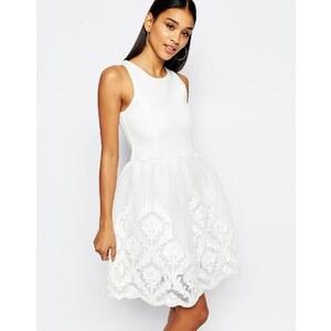 Lipsy - Full Prom - Skaterkleid mit Rock mit Spitzenverzierung - Cremeweiß
