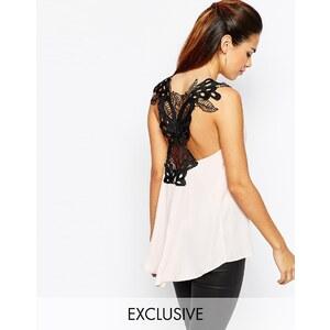 Elise Ryan - Top en mousseline avec ornement en forme de papillon dans le dos