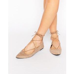 Public Desire - Flache Schuhe in Nude mit Nieten - Nude