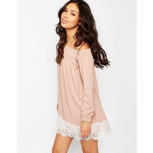 ASOS - Robe à épaules dénudées en crêpe avec ourlet en dentelle frangée - Rose